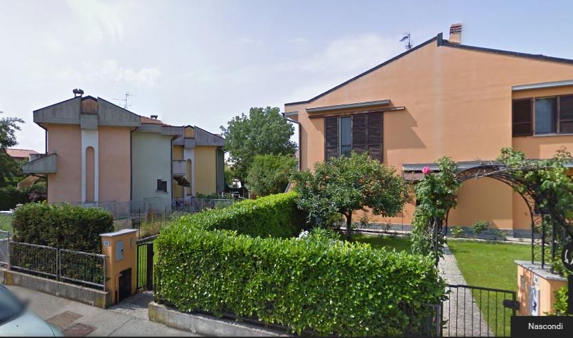 Abitazione con giardino, cantina ed autorimessa